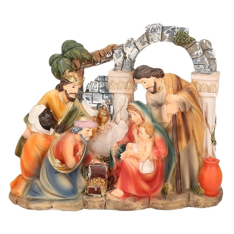 Christelijk kerstbeeldje van heilige gezin en de 3 wijzen