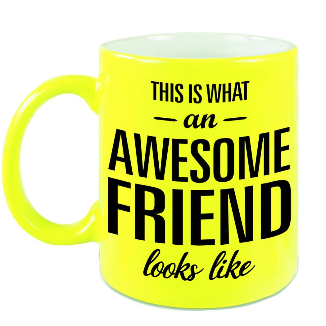 Awesome friend cadeau mok - beker neon geel voor vriend of vriendin 330 ml