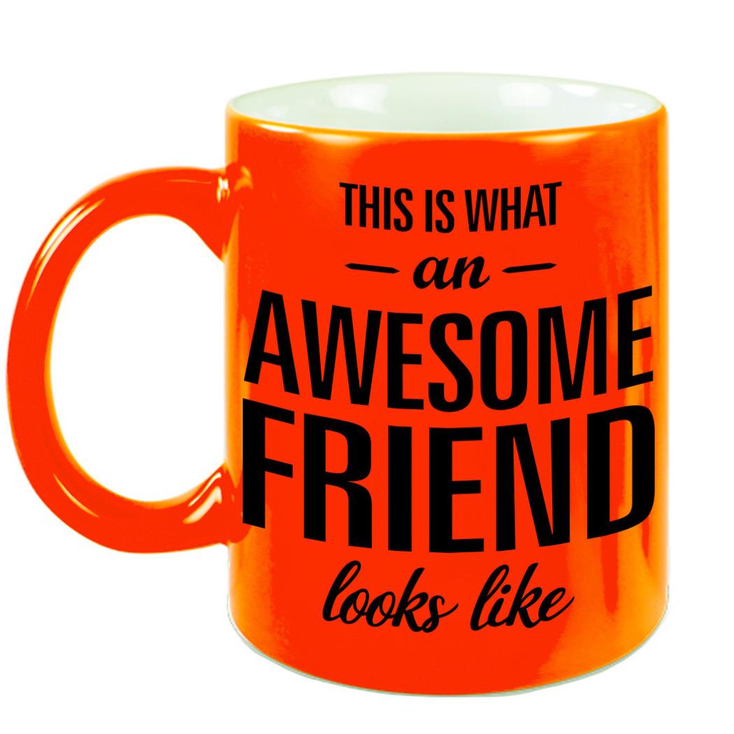 Awesome friend cadeau mok - beker neon oranje voor vriend of vriendin 330 ml