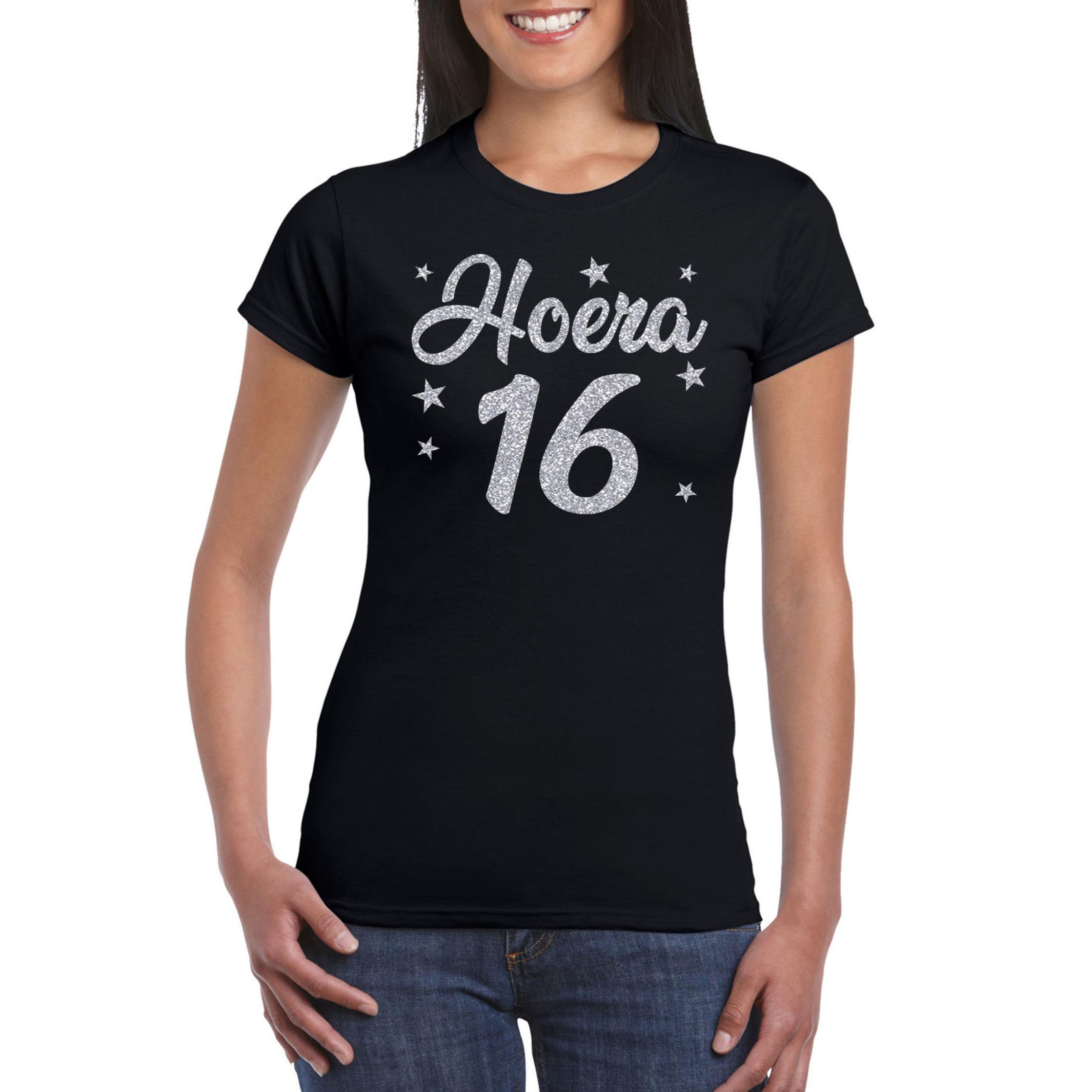 Hoera 16 jaar verjaardag cadeau t-shirt zilver glitter op zwart dames