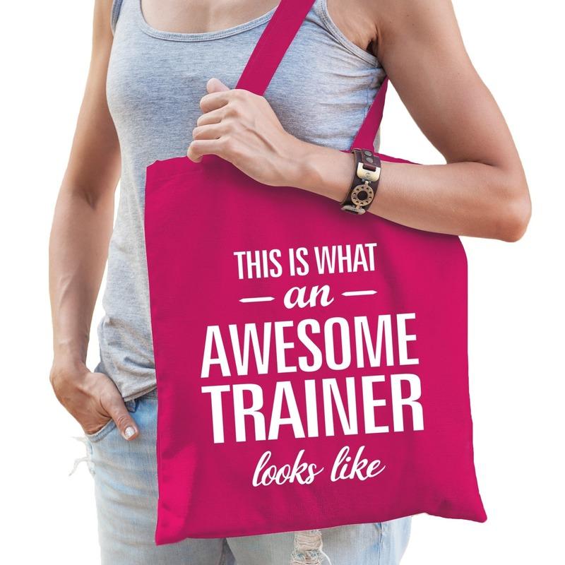 Katoenen cadeau tasje awesome trainer fuchsia roze